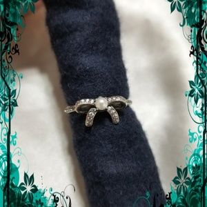 🆕️ Delicate Bow Pearl & Crystal Ring